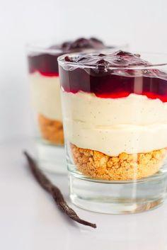 Mad & Søde Sager: Nem cheesecake i glas - Architect Pools Pudding Desserts, Dessert Recipes, Delicious Desserts, Yummy Food, Food Experiments, Danish Food, Savoury Cake, Cheesecake Recipes, Turtle Cheesecake
