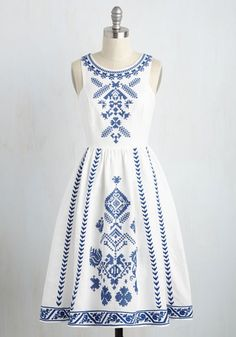 Maybe it was fate that brought this white dress into your life, or perhaps your sharp eye is to thank. Regardless, now that the navy embroidery and airy fabric - a luxe blend of cotton and linen - of this midi are a part of your wardrobe, you vow to never let them out of your sight!