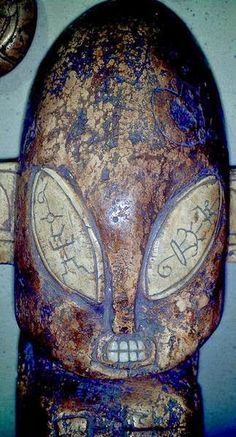 The Aztecs came long after the Maya. The Mexican government had agreed to disclose to the public several archaeological objects that have remained hidden for decades, from the time they were discovered. A helmet-shaped head of Alien, etched in stone tablets of gold and silver, which can be re