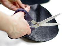 DIY Round Clutch {via www.fashionrolla.com} Sewing, Handmade, Bags, Etsy, Make A Purse, How To Make Bags, How To Make, How To Make Purses, Clutch Purse