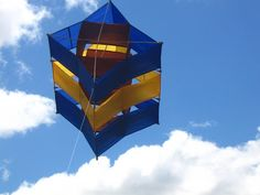 A very neat and attractive 3-celled Box kite. T.P. (my-best-kite.com) Kite Building, Box Kite, Diy Toys, Toy Diy, Kite Designs, Kite Making, Paper Plane, Outdoor Gear, Puzzles