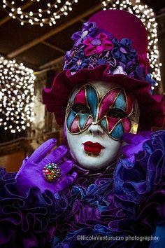 Carnevale Venezia 2014 by Sylvia Betham Venice Carnival Costumes, Mardi Gras Carnival, Venetian Carnival Masks, Carnival Of Venice, Venetian Masquerade, Masquerade Party, Masquerade Masks, Dark Fantasy Art, Costume Venitien