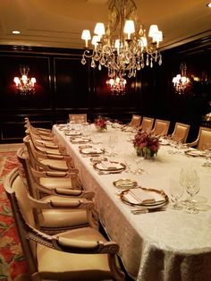 Celebrating #Hollywood's biggest night with an #elegant #dinner party in our #Boardroom. #losangeles #beverlyhills #meetingspace #venue #dinnerparty #oscars2013 #oscars