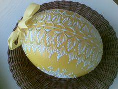 Velikonoční kraslice pštrosí, technikou voskový reliéf. Egg Decorating, Easter Eggs, Serving Bowls, Drop, Patterns, Spring, Tableware, Easter Activities, Block Prints