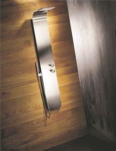 Surfez sous la douche avec la Showerboard. Cette colonne en inox brossé fera de votre salle de bain un lieu de détente équipé avec goût. Colonne de douche thermostatique SHOWERBOARD - Sarodis