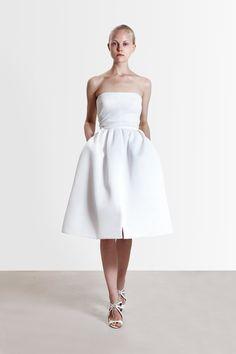 http://www.vogue.com/fashion-shows/resort-2017/reem-acra/slideshow/collection