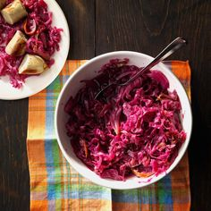 German Red Cabbage Recipe -Sunday afternoons were a time for family gatherings when I was a kid. While the uncles played cards, the aunts made German treats such as this traditional red cabbage. Potluck Recipes, Side Dish Recipes, Vegetable Recipes, Vegetarian Recipes, Cooking Recipes, Healthy Recipes, Dinner Recipes, Easter Recipes, Delicious Recipes