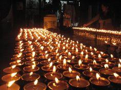 El interior del templo del Dalai Lama en Dharamsala es un lugar mágico. Os lo recomendamos!