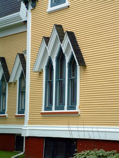 Carpenter Gothic House in Yarmouth, Nova Scotia. Image by Rediscovering Canada Victorian Cottage, Victorian Homes, Canada Tourism, Storybook Cottage, Cabins And Cottages, Gothic House, Nova Scotia, Historic Homes, Beautiful Interiors