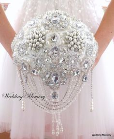 BROOCH BOUQUET. Ivory bling pearl and crystals by MemoryWedding