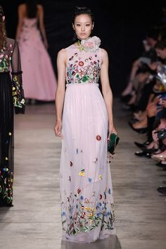 View the complete Andrew Gn Spring 2017 collection from Paris Fashion Week.