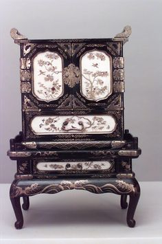Asian Japanese accessories miniature furniture lacquer