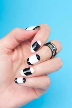 French nails || Black and white nails. Click for how-to...