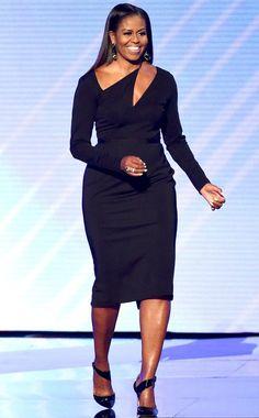 Always beautiful! First Lady Michelle Obama Michelle Obama Flotus, Michelle Obama Fashion, Barack And Michelle, Michelle Obama Black Dress, African Fashion Dresses, African Dress, Fashion Outfits, Ladies Fashion, Classy Dress