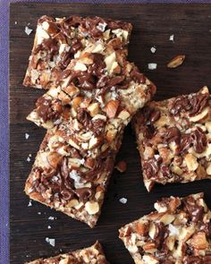Sweet and Salty Desserts // Salted Toffee-Chocolate Squares Recipe. These are addictive. Chocolate Squares, Chocolate Toffee, Chocolate Recipes, Chocolate Chips, Almond Chocolate, Chocolate Covered, Candy Recipes, Brownie Recipes, Cookie Recipes