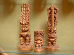 Trio of Tiki's! Vintage Tiki, Vintage Hawaii, Tiki Pole, Tiki Tiki, Tiki Statues, Tiki Decor, Tiki Mask, Wood Carving Art, God Of War