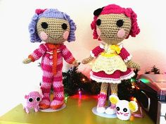Crochet Dolls Design Lalaloopsy amigurumi crocheted dolls - Custom dolls made to resemble Pillow Featherbed and Crumbs Sugarcookie, Lalaloopsy dolls. Gato Crochet, Diy Crochet, Crochet Crafts, Yarn Crafts, Crochet Pouch, Easter Crochet, Crochet Ideas, Crochet Doll Pattern, Crochet Dolls