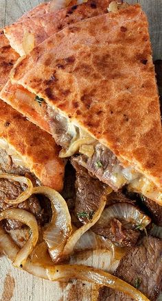 Super Bowl - Caramelized Onion and Steak Quesadilla. Juicy stake mets cheesy quesadilla and all is right in the world. Beef Recipes, Mexican Food Recipes, Cooking Recipes, Cooking Tips, Freezer Recipes, Freezer Meals, Recipes Dinner, Yummy Recipes, Healthy Recipes