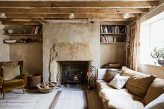 Reuse in Action: A London Townhouse Remodel By Architectural Salvage Masters Retrouvius Victorian Townhouse, London Townhouse, Decoracion Vintage Chic, Townhouse Designs, Interior And Exterior, Interior Design, Interior Stylist, Tadelakt, Natural Interior