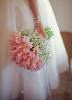 """ピンクのチューリップと白い小花のシンプルで贅沢なブーケ♥ピンクのチューリップの花言葉""""誠実な愛""""同様、シンプルなブーケは花嫁のまっすぐな心と愛をあらわしているよう。"""