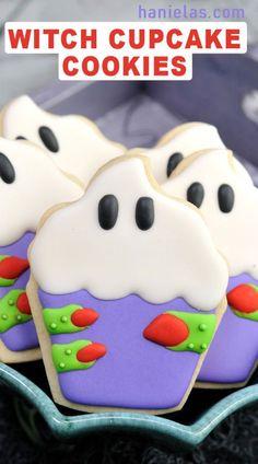 Halloween Desserts, Postres Halloween, Halloween Cookie Recipes, Halloween Cookies Decorated, Halloween Sugar Cookies, Decorated Cookies, Halloween Halloween, Candy Corn Cookies, Fall Cookies