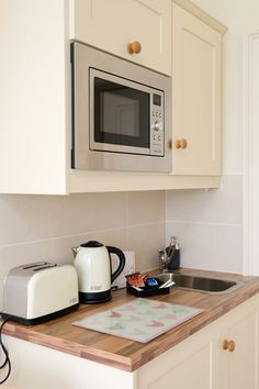 Guests staying in the farmhouse suite can enjoy making snacks in the little kitchenette for picnics while to tour Wicklow. Farmhouse Garden, Kitchenette, Picnics, Ground Floor, Bed And Breakfast, Kitchen Cabinets, Home And Garden, Snacks, Home Decor