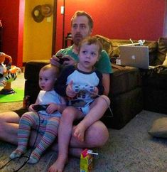 33 Brilliant Dad Hacks That Make Parenting So Much Easier Parenting Done Right, Parenting Teenagers, Parenting Memes, Parenting Styles, Parenting Books, Good Parenting, Parental, Children, Kids