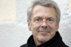 Der Liedermacher Reinhard Mey hat großzügigerweise die Texte von allen seinen Liedern auf seiner Webseite veröffentlicht!