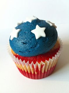 4th of july cupcake. I seriously can't even wait to bake next week, too many pinned ideas to choose from