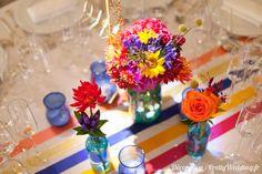 Un mariage haut en couleurs Small Centerpieces, Communion, Christening, Wedding Colors, Our Wedding, Table Settings, Glow, Reception, Colours