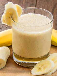 Smoothie for dinner recipes full of the nutrients and protein you need. These delicious healthy smoothie recipes make it easy to eat healthy. Smoothies Banane, Yummy Smoothies, Smoothie Recipes, Green Smoothies, Smoothie Ingredients, Healthy Shakes, Healthy Drinks, Healthy Recipes, Diet Recipes