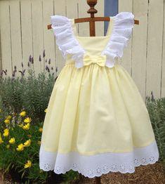 5a6618de84f Amarillo y blanco vestido de encaje con por myheavenlydesigns Vestidos D  Niña