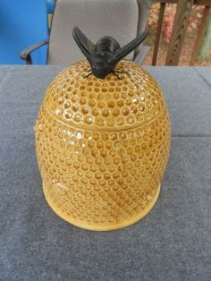 Arnel's Bee Hive with Bee on Top Cookie Jar