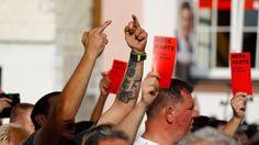 Tomaten, Mittelfinger, Personenschutz: Rauer Wahlkampf bringt Politiker an die Grenzen