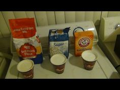 use 1 cup self rising flour, 1 cup sugar, 1 cup baking soda mix all togeather and put it out for the rats to eat :}:}:} it works. it kills roaches too Diy Cleaning Products, Cleaning Hacks, Homemade Rat Poison, Mouse Deterrent, Mouse Poison, Getting Rid Of Rats, Rat House, Mice Repellent, Diy Pest Control
