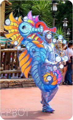 moving seahorse costume via EPBOT Carnival Dress, Carnival Costumes, Halloween Costumes, Foam Costumes, Carnival Outfits, Seahorse Costume, Seahorse Art, Seahorses, Festival Of Fantasy Parade