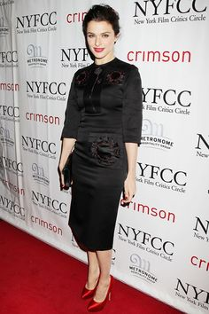Rachel Weisz attended The New York Film Critics Circle Awards wearing a Prada spring/summer 2013 black dress with scarlet satin heels and carrying a black clutch.