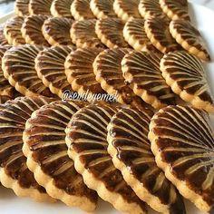 """1,277 Likes, 117 Comments - Sevgi Nalbant (@sevdeyemek) on Instagram: """"Hayırlı akşamlar 🙋 Susamlı tatlı kurabiye 125 gr tereyağı 1 su bardağı pudra şekeri 1 adet…"""""""