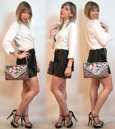 look com saia de couro de franjas e mix de estampas