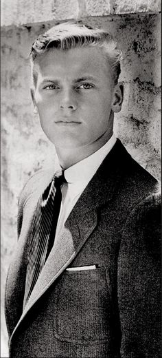 "TAB HUNTER: ""The collegiate man in tennis point shirt to which a pin has been added, holding rep tie elegantly in place."" Text image from Hollywood Ivy Look. By Graham Marsh Tony Nourmand. Hollywood Men, Vintage Hollywood, Hollywood Stars, Classic Hollywood, Beautiful Men, Beautiful People, Stunningly Beautiful, Tab Hunter, Lgbt History"