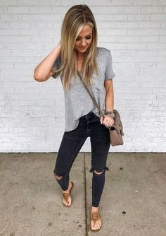 Fresh & Fabulous Spring Outfits For Moms, casual outfits for mom, spring casual outfits Casual Outfits For Moms, Mom Outfits, Spring Outfits, Cute Outfits, Fashion Tips For Women, Love Fashion, Fashion Outfits, Fashion Trends, Chubby Fashion