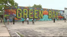 A new mural was unveiled on Main Street Thursday in Green Bay.The work, which is called, The Green Bay Mural, was painted by local artist Beau Thomas.The picture spans just under 110 feet and it features vibrant colors and iconic locations from around the