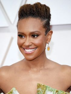 13 Must-See Beauty Looks From the 2020 Oscars Red Carpet — Ryan Michelle Bathe Modern Updo, Matte Red Lips, Subtle Ombre, Bold Brows, Platinum Hair, Moroccan Oil, Nude Lip, Celebrity Beauty, Old Hollywood Glamour