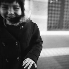 ⬅️ 端っこに写ったら レンズの効果で顔歪む . #LOMO #LC_A #fomapan200 . Shinsekai_ichiba Osaka Osaka, JAPAN