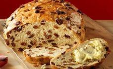 Het lekkerste krentenbrood is natuurlijk zelfgebakken. Met dit recept bak je een heerlijke gevuld krentenbrood. Dutch Recipes, Pastry Recipes, Low Carb Recipes, Bread Machine Recipes, Bread Recipes, Piece Of Bread, Bread And Pastries, Sweet Bread, Raisin