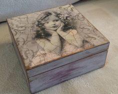 Storage / Jewellery box - Decoupage Box - Vintage Style - Shabby Chic - Distressed - Sospeso Flower Decoration Inside