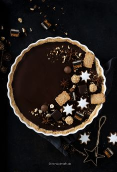 Lebkuchen-Tarte - Weihnachtstorte mit luftiger Schokomousse Pie, Desserts, Food And Drink, Sweets, Gingerbread, Sweet Recipes, Baking, Pinkie Pie, Tailgate Desserts