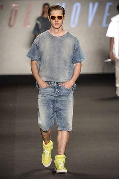 Coleção // Coca-Cola Jeans, Fashion Rio, Verão 2015 RTW // Foto 13 // Desfiles // FFW