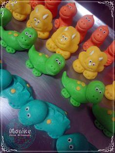 Doces modelados, Shaped candy, Sweet, Leite em pó, Leite Ninho. Pagina: Monike Doces Artesanais Tema: Dinossauro
