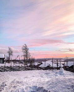 """Malin Kjølseth ☼'s Instagram profile post: """"Enda et bilde av solnedgangen på fjellet 🌄. . . . #sunset #winterwonderland #naturephotography #outsidegirl #pinksky #moon #beitostølen…"""" Winter Wonderland, Clouds, Snow, Mountains, Nature, Travel, Outdoor, Pictures, Outdoors"""